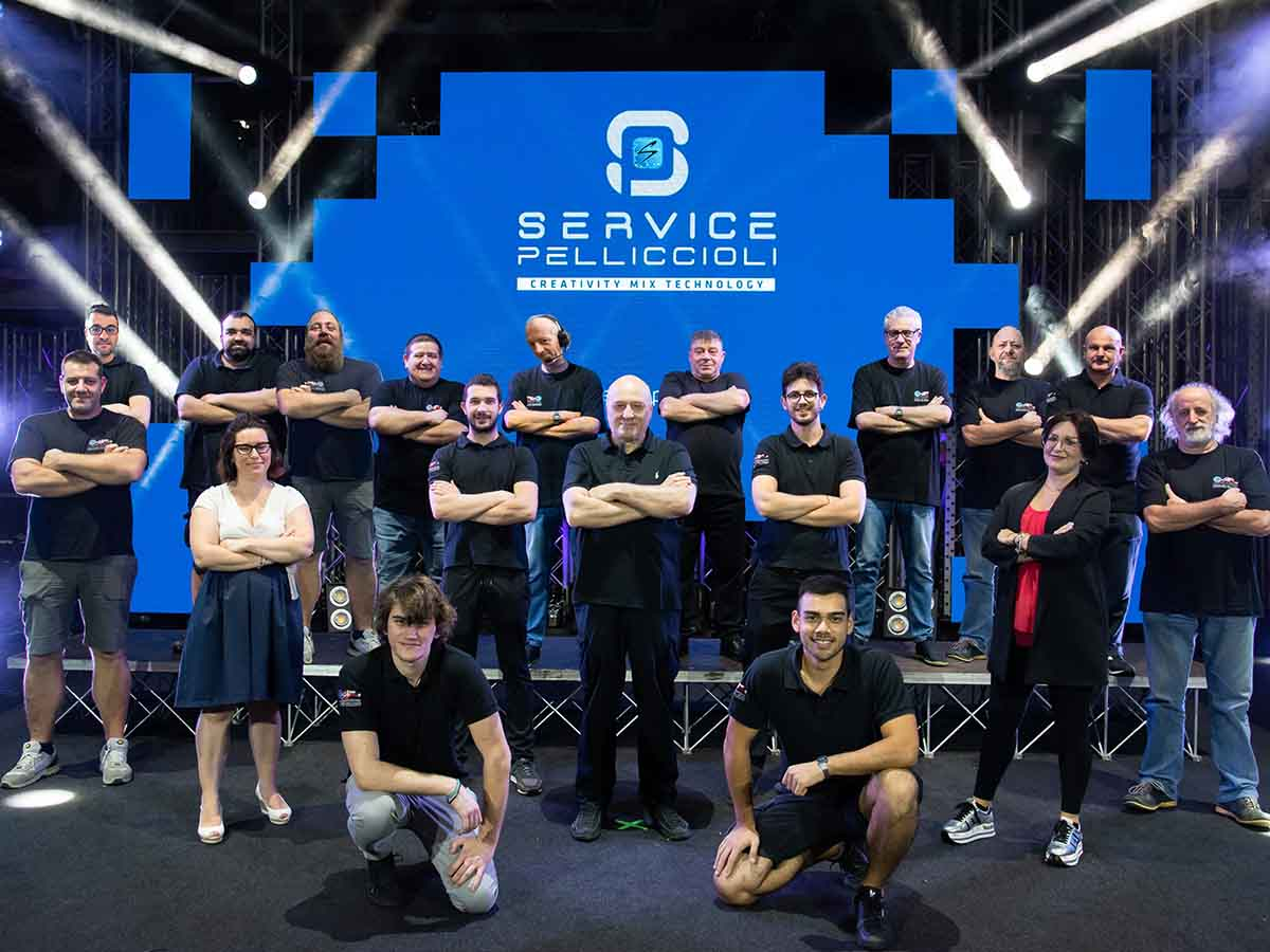 Service Pelliccioli: un team di professionisti qualificati